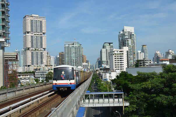 Blick von der BTS Station Thong Lo Richtung Asoke