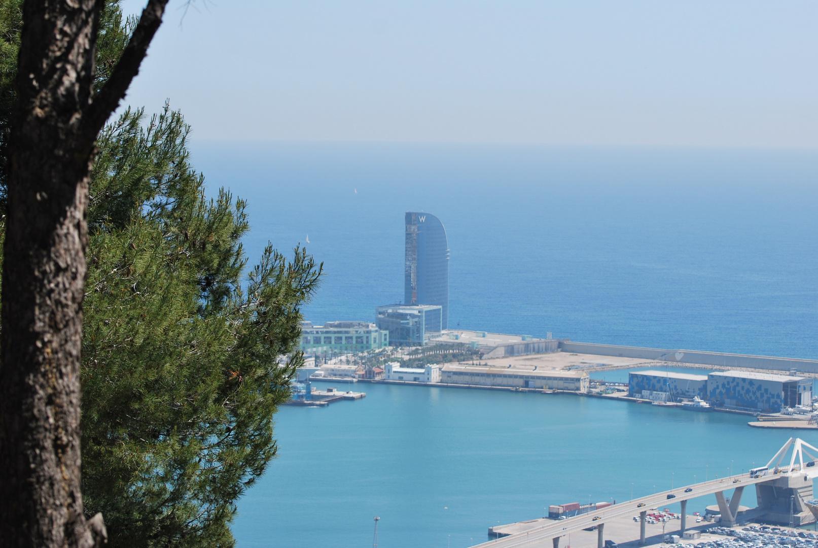 Blick von der Festung auf den Hafen von Barcelona