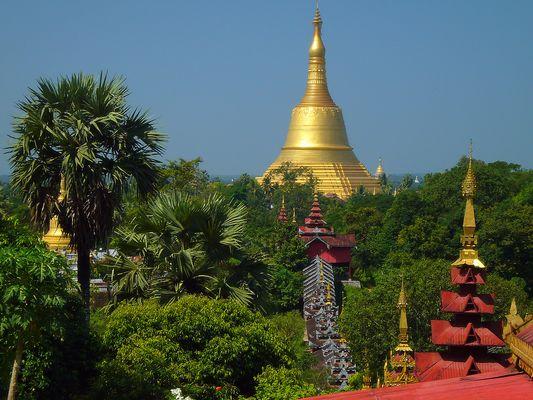 Blick von der Hintha Gon auf die Shwemawdaw Paya in Bago.