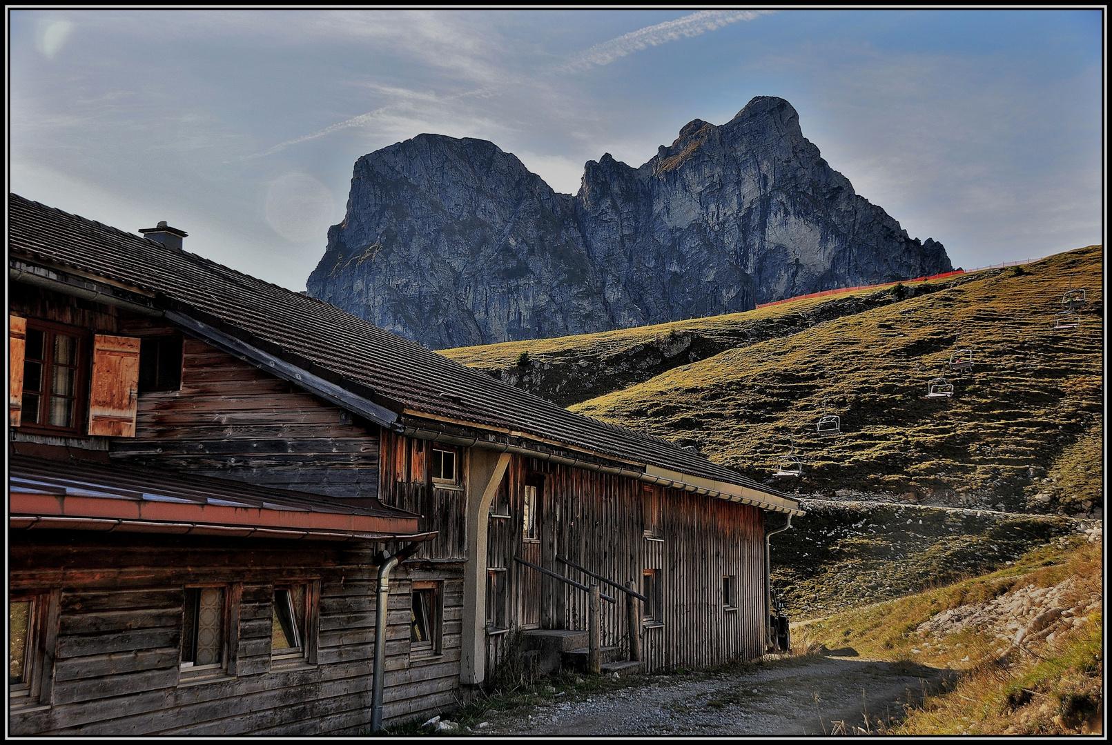 Blick von der Hochalphütte ( 1510 m ) ...