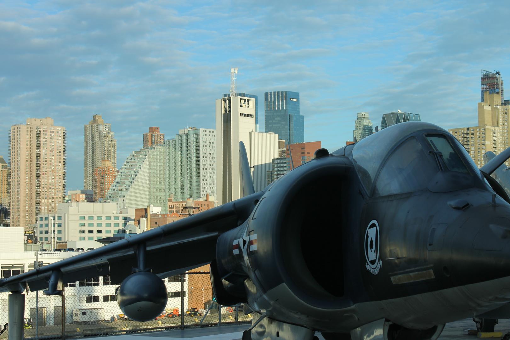 Blick von der Intrepid auf Manhattan
