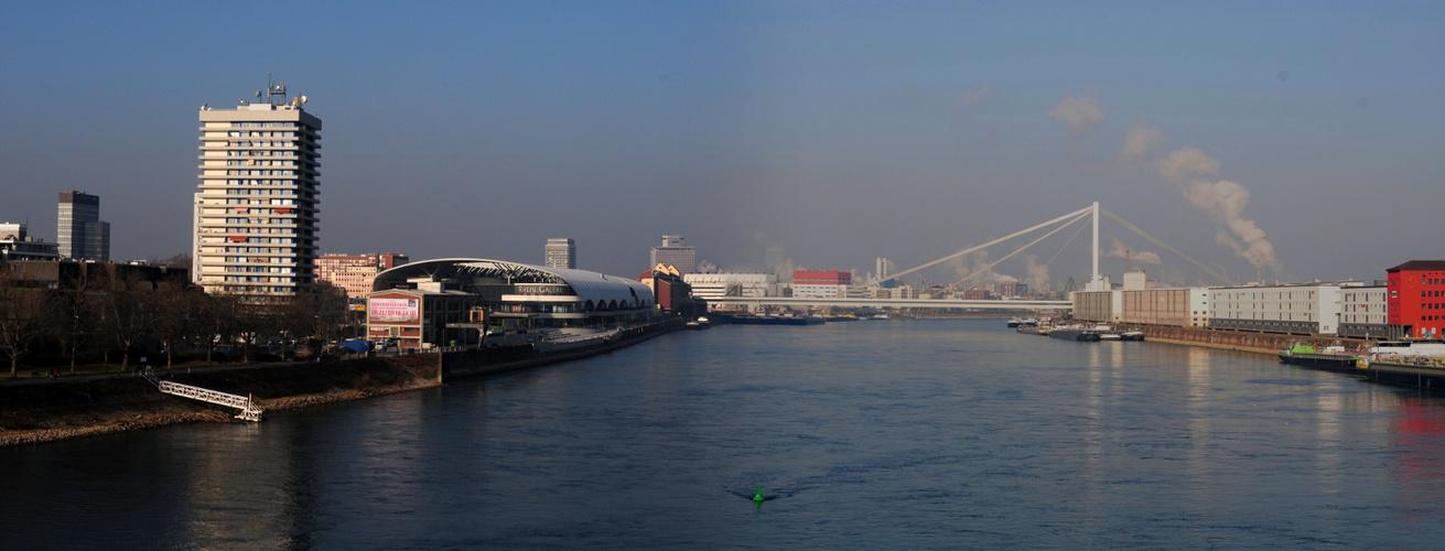 Blick von der Konrad Adenauer Brücke Richtung Norden. Mein erstes Panoramabild !