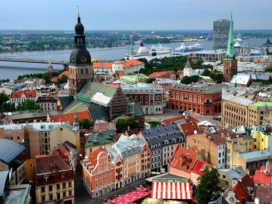 Blick von der Petrikirche auf die Altstadt von Riga