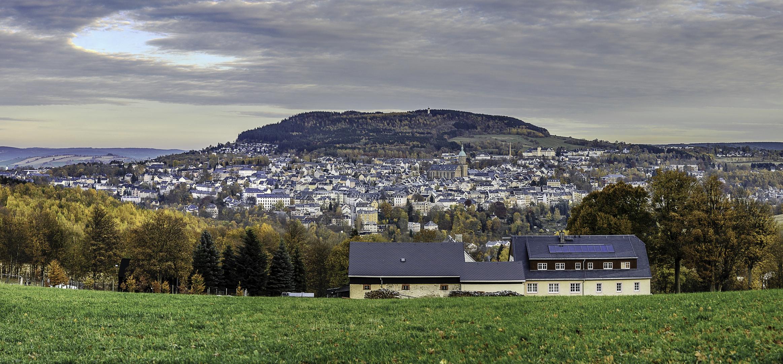 Blick von Frohnau auf das herbstliche Annaberg-Buchholz