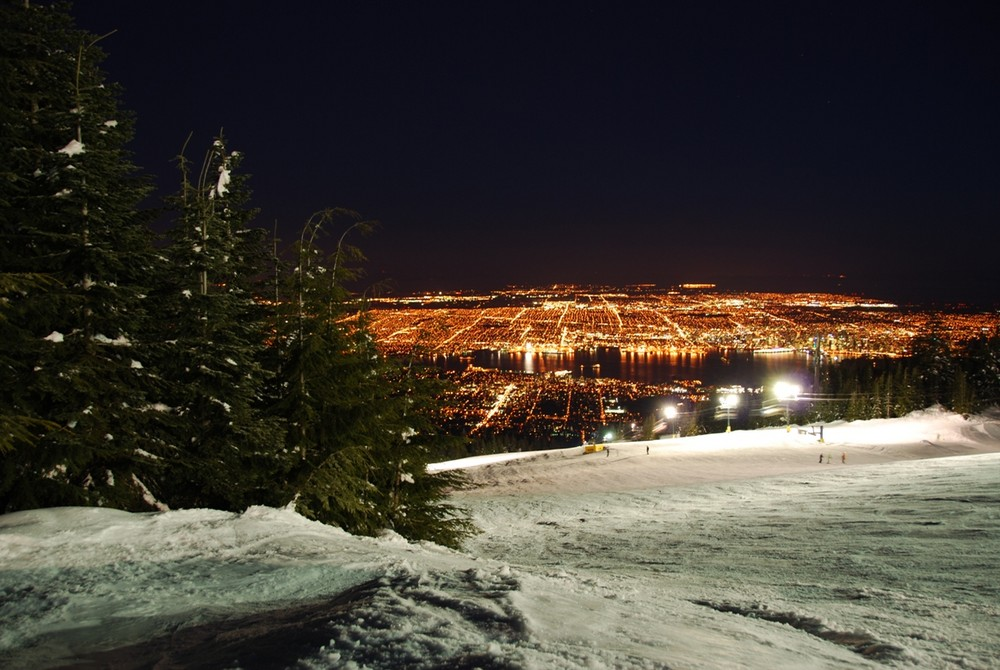 Blick von Grouse Mountain auf Vancouver.