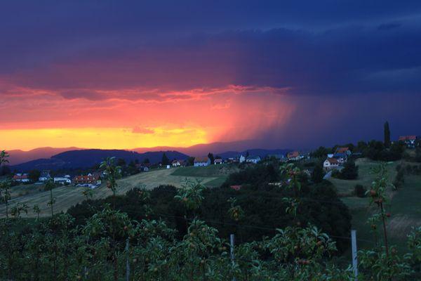 Blick von Hitzendorf in den gewittrigen Westen