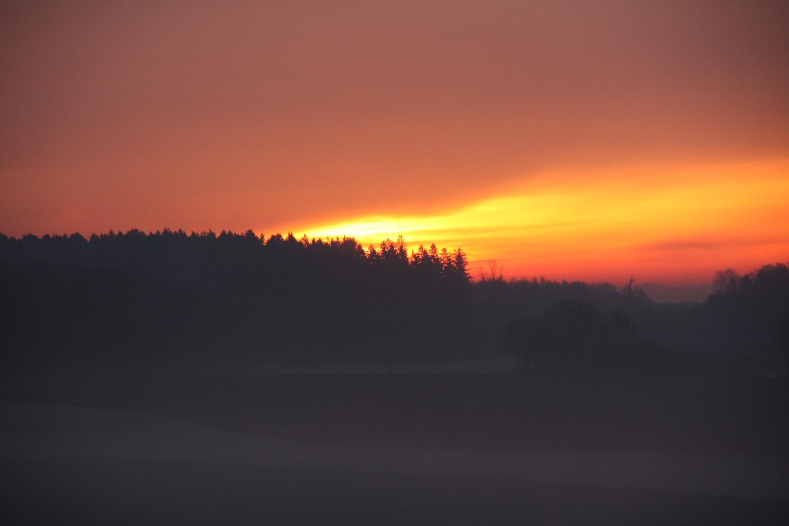 Blick von Kirchseeon Oberbayern in die Berge und Sonne