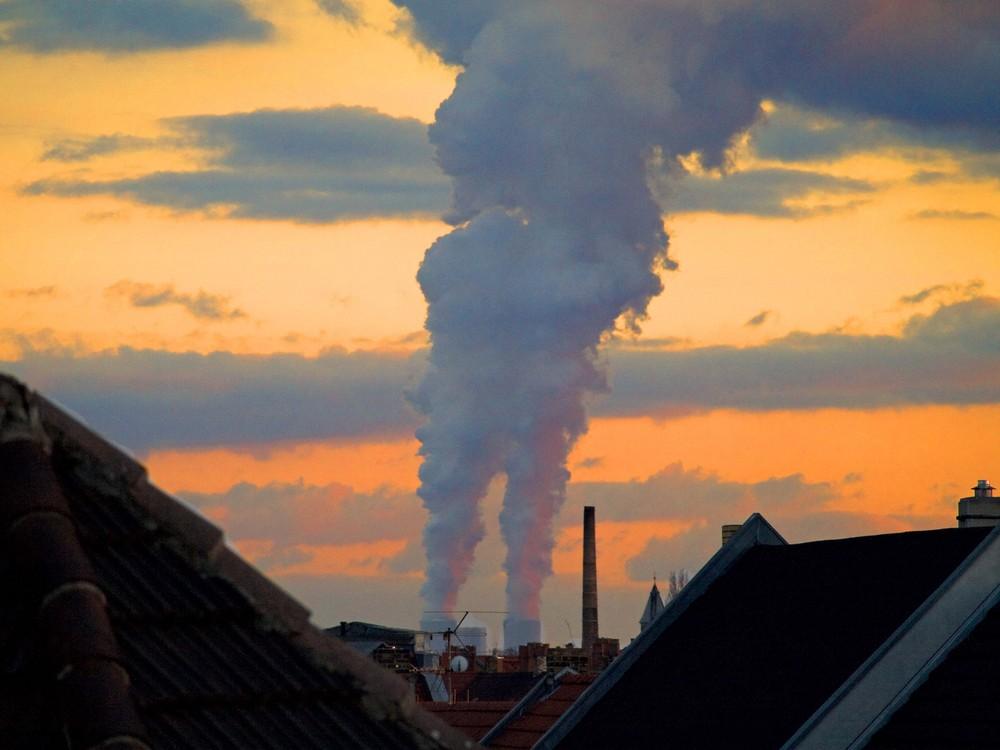 Blick von Leipzig-Lindenau zum Kraftwerk Lippendorf