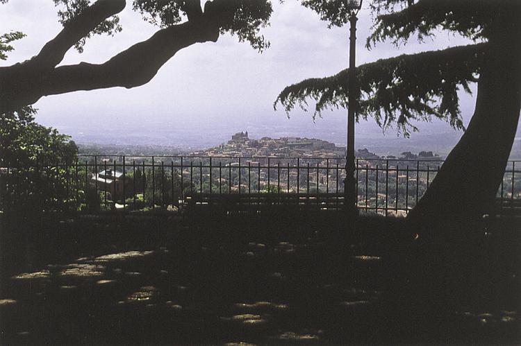 Blick von Monte Compatri auf Monte Porzio Catone