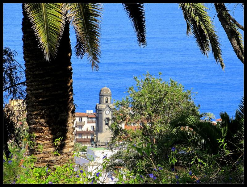 "Blick von oben auf die Kirche ""Nuestra Senora de la Pene de Francia"""