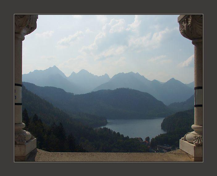 Blick von Schloß Neuschwanstein auf den Alpsee
