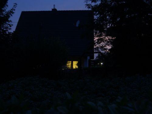 Blick zu den Nachbarn,abends um 22 Uhr...