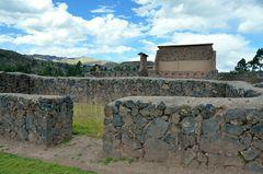Blick zum Kernbereich der Tempelanlage von Raqchi