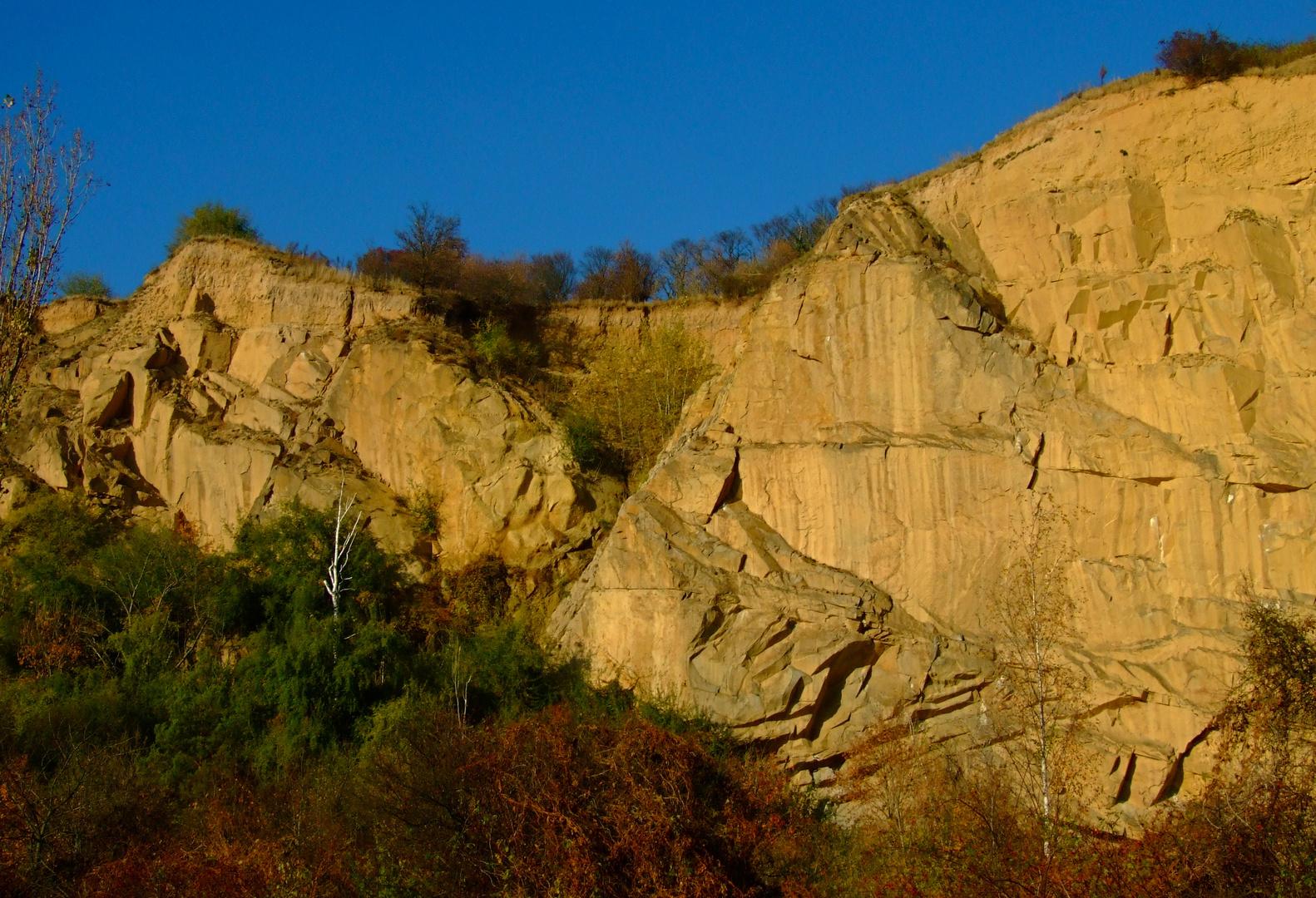 °°° Blick zum letzten westlichen Ausläufer des Lausitzer Granitmassivs °°°