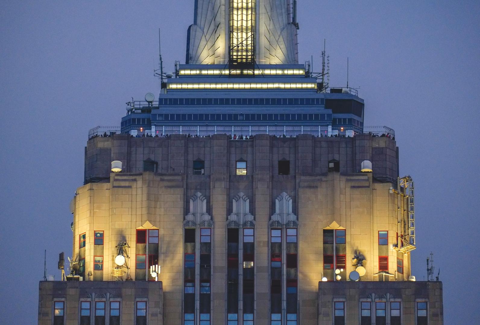 Blick zur Aussichtsplattform des Empire State Buildings in der 86. Etage