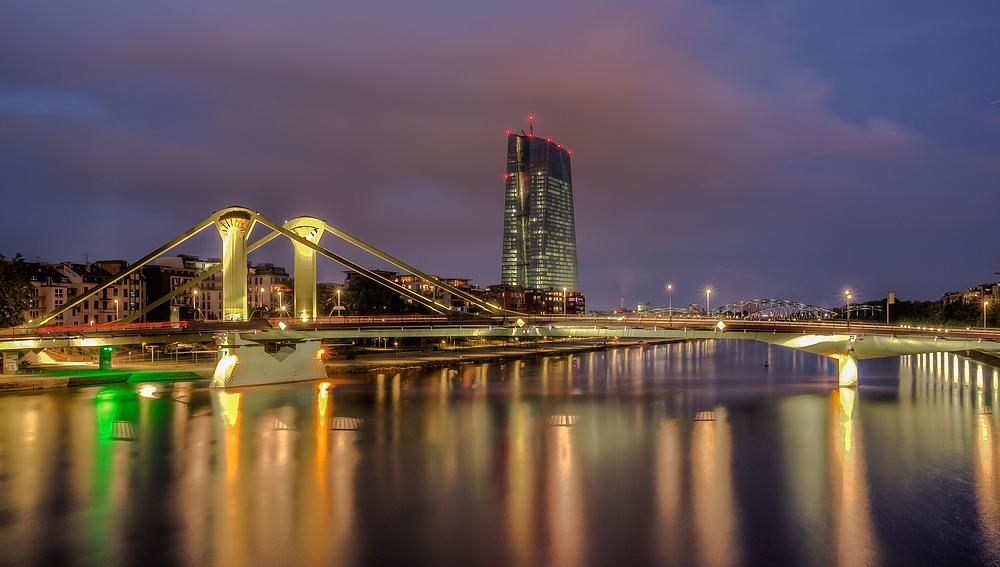 Blick zur Flößerbrücke und neue EZB