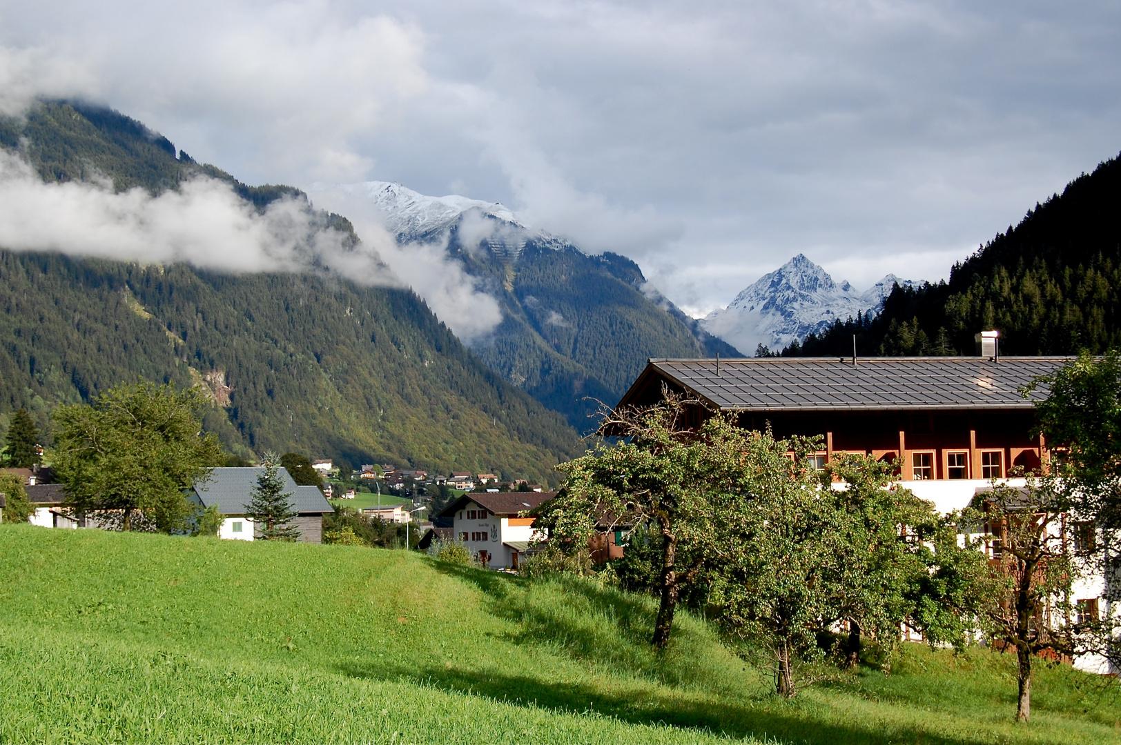 Blick zur verschneiten Valüla…