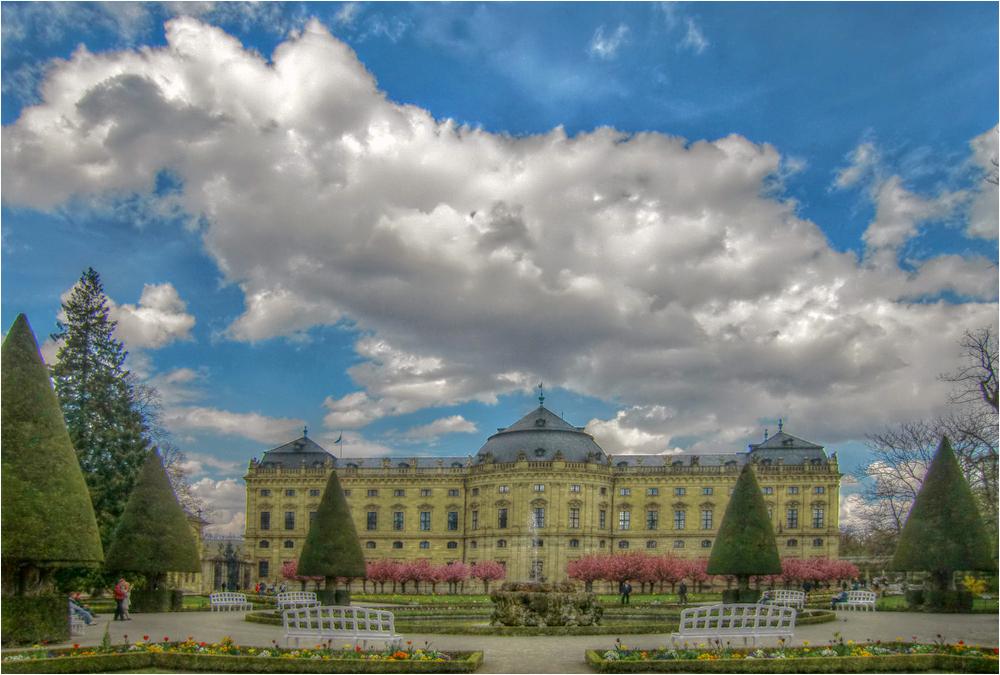 Blicke aus dem Hofgarten der Residenz (1)