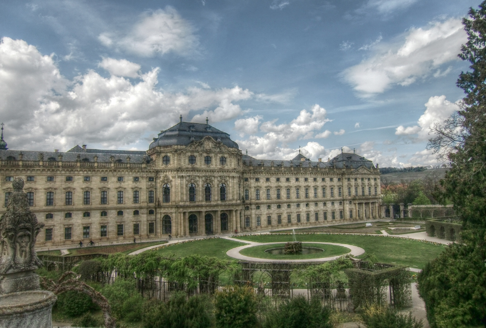 Blicke aus dem Hofgarten der Residenz (2)
