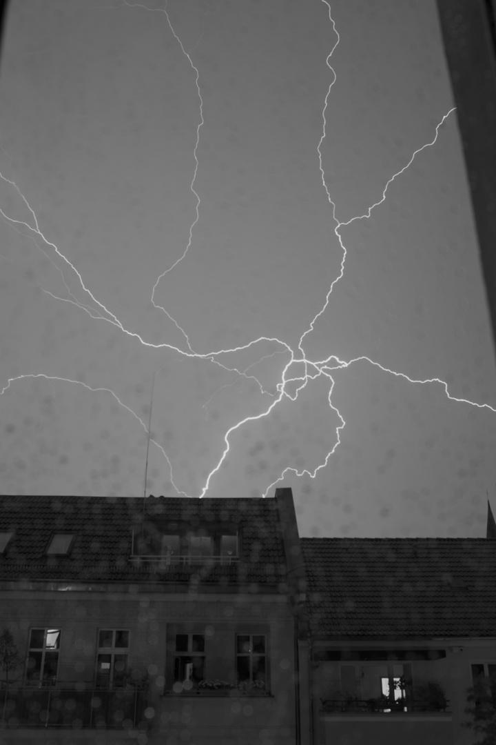 Blitz im Fenster 2