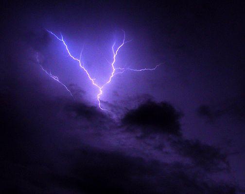Blitz in den Wolken