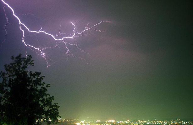 Blitz über der Stadt Zug