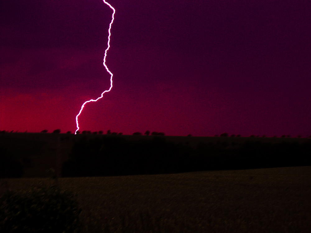 Blitz überm Rapsfeld
