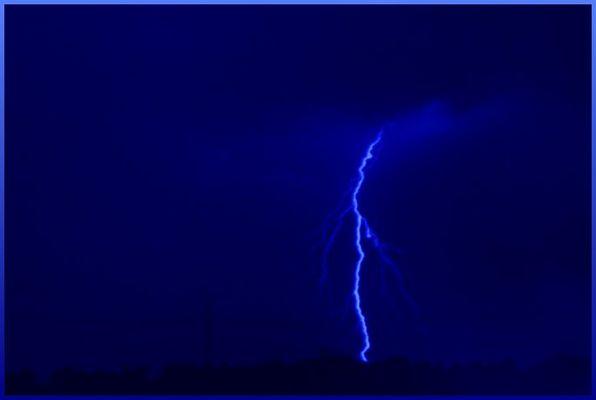 Blitze - mit gimp Farbverfremdet. (blau)