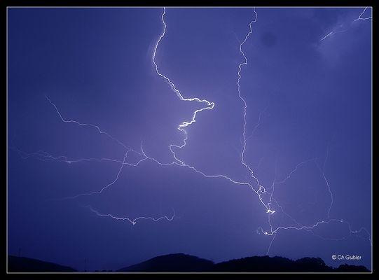 Blitze über dem Jura
