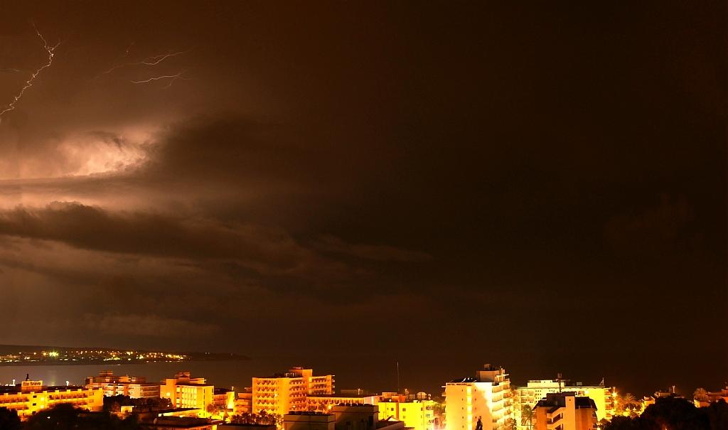 Blitze über der Bahia de Palma