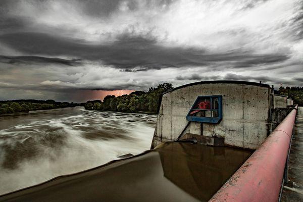 Blitze über der Donau (Staustufe bei Menning)