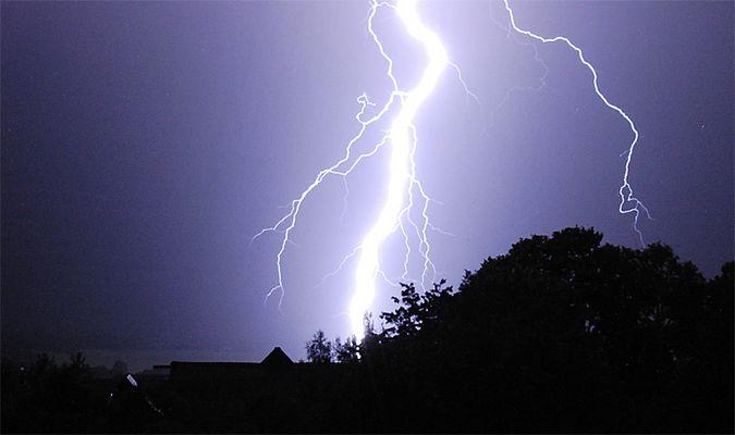 Blitze über unserem Nachbardorf