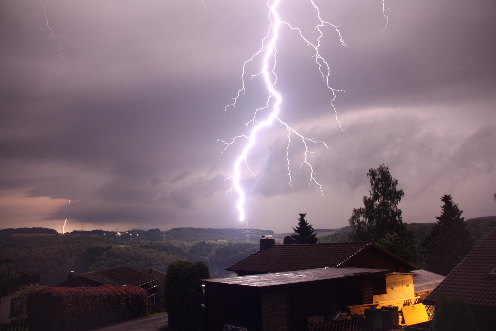 Blitzeinschlag in den Strommast
