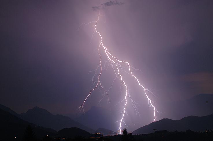 Blitzeinschlag in den Vierwaldstättersee vor Vitznau