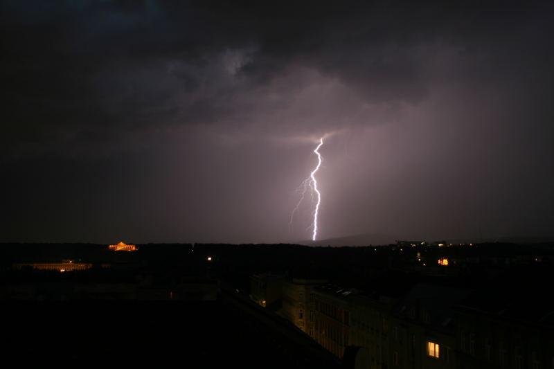 Blitzgewalt über Schönbrunn