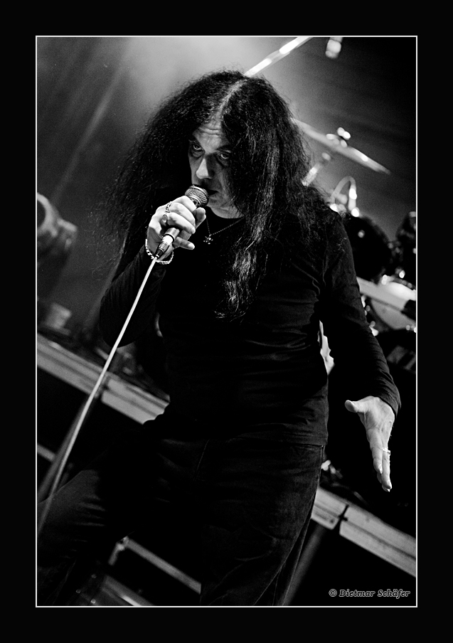 BLITZKRIEG live on stage