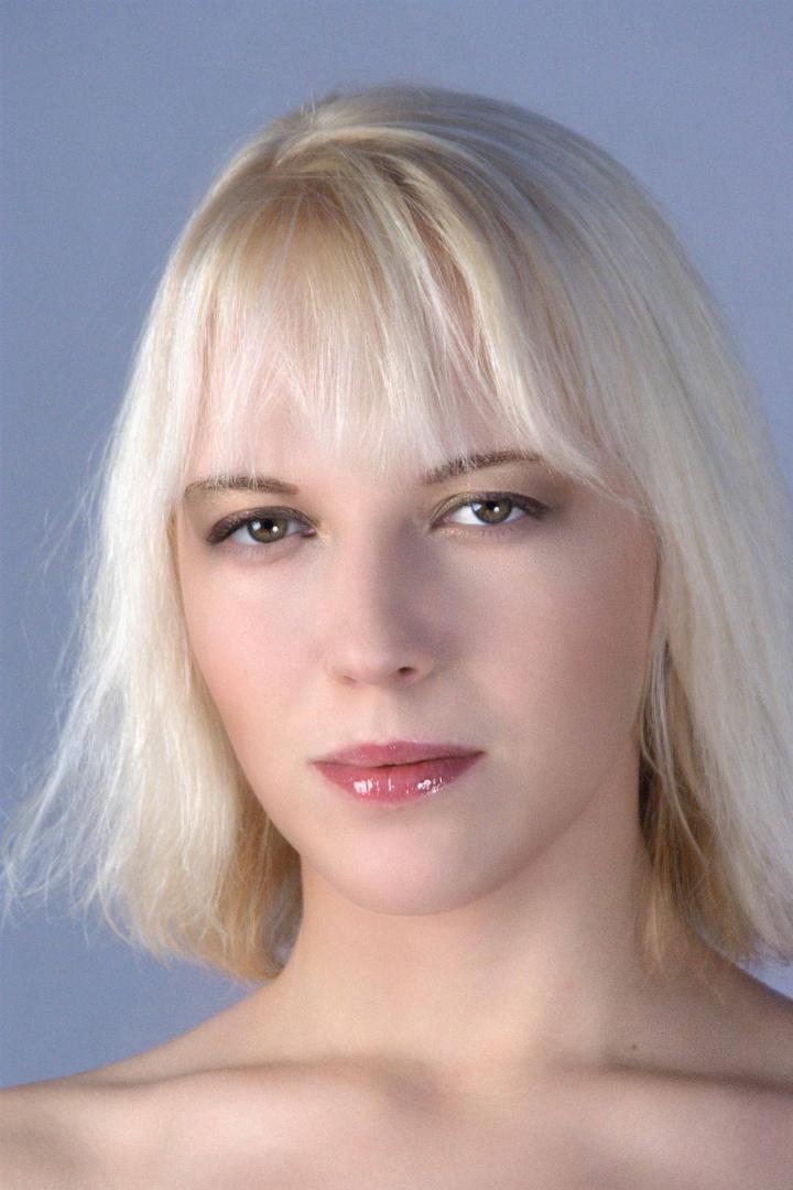 Blond und hübsch