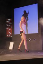Blondes Tanzgirl