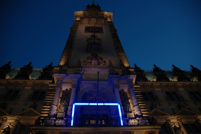 Blue Goal auf dem Hamburger Rathaus (April 2006)