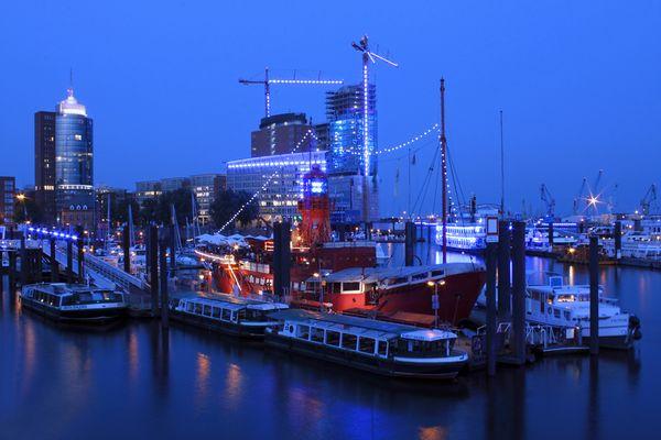 Blue Hour, Blue Port
