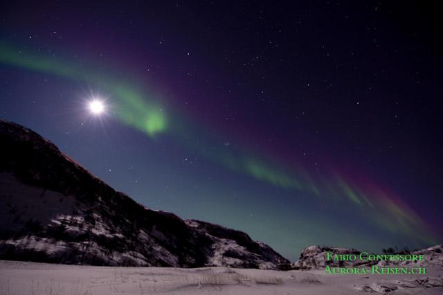 Blue Moon - Wenn die Aurora den Mond küsst