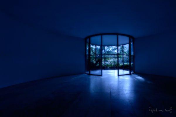 blue room *