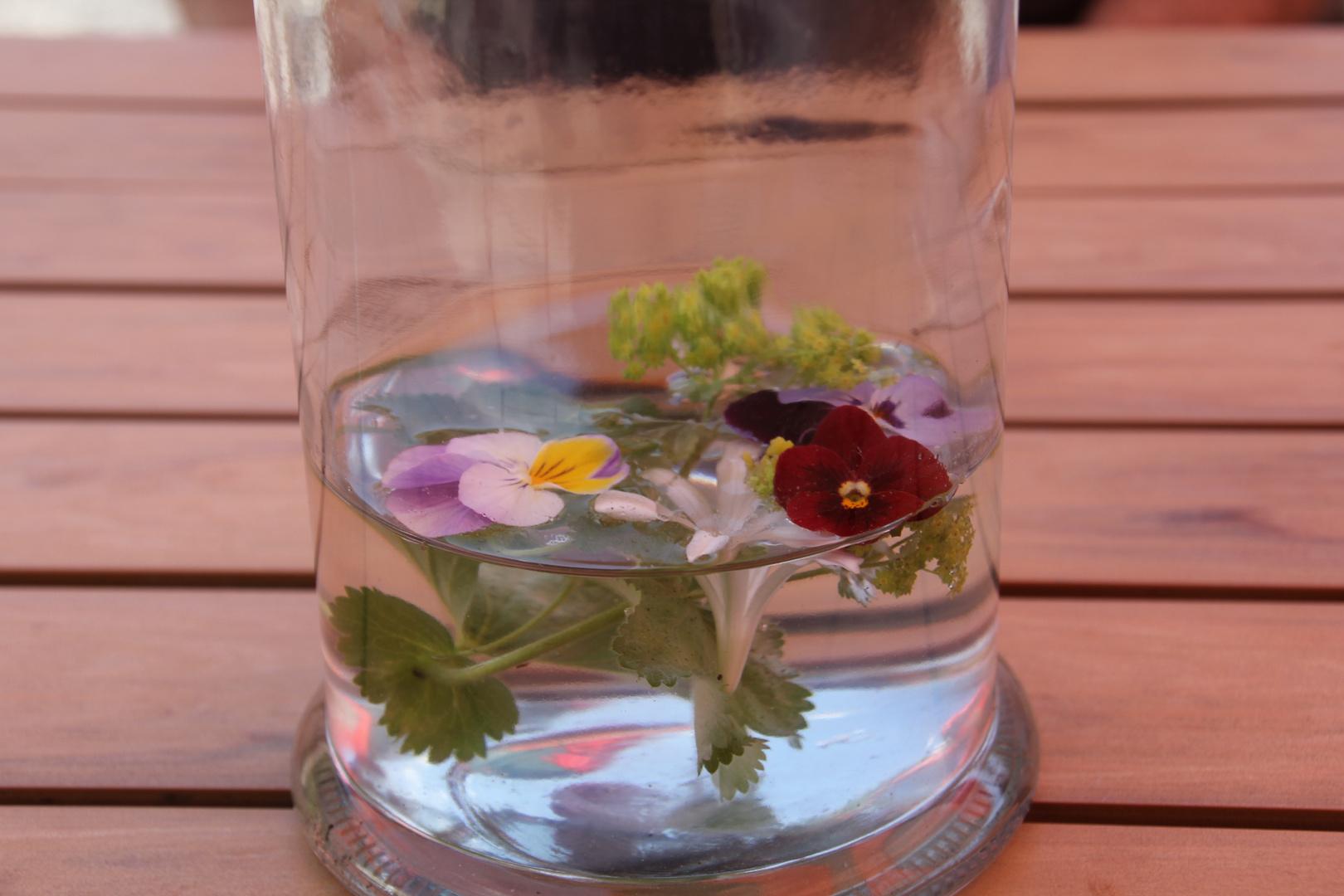 Blümchen im Glas