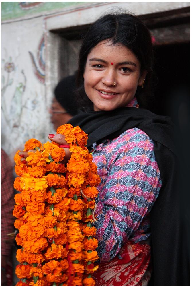 Blümen-Opfergaben-Händlerin aus Bhaktapur