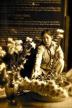 Blumen für die Gedenkstätte in Hanoi, Vietnam