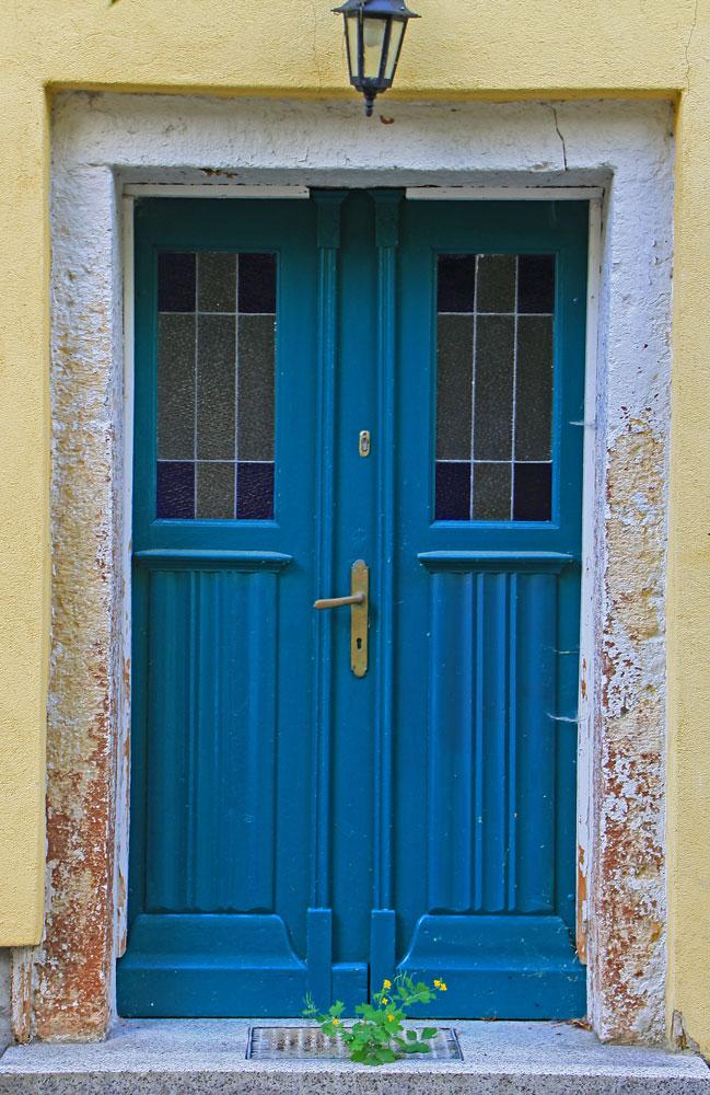 Vor der tür  Blumen vor der Tür.... Foto & Bild | architektur, fenster & türen ...