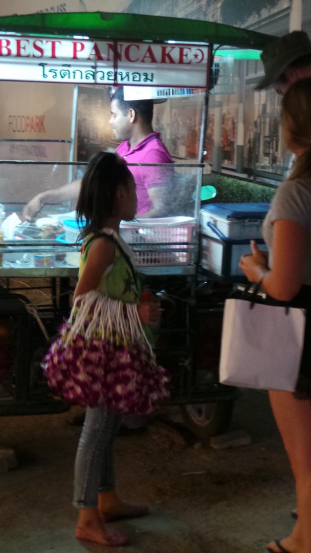 blumenkind von koh samui - doch sooo suess aber stehlen die geldbörsten der touristen...