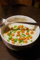 Blumenkohl-Kartoffelsuppe mit Backerbsen