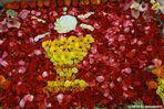 Blumenschmuck vor dem Altar / Fronleichnam 2 0 1 5