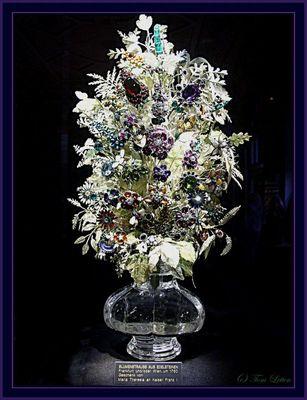 Blumenstrauss aus 761 Edelsteinen